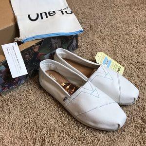 Toms Shoes Women Size 8.5 Classics White Canvas
